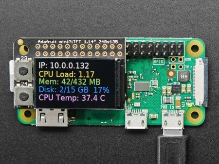 Wyświetlacz Mini PiTFT od Adafruit do minikomputera Raspberry Pi.