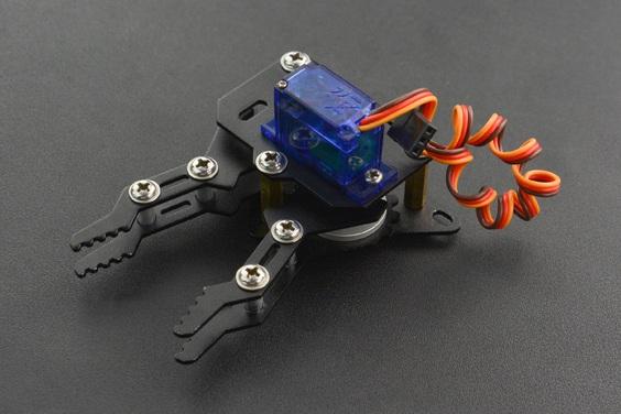Zmontowany zestaw akcesoriów do micro:Maqueen.
