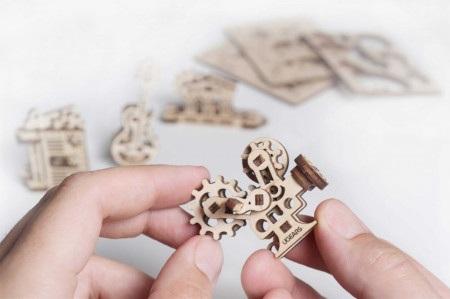 Każdy model przedstawia pewną ideę konstrukcyjną oraz wyjaśnia podstawowe zasady mechaniki.