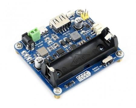 Moduł z wbudowanym kondensatorem elektrolitycznym.